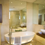 large-mirror-beautiful-bathroom-design-with-great-lighting-effect